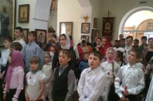 uchashhiesya-voskresnoj-shkoly-na-liturgii